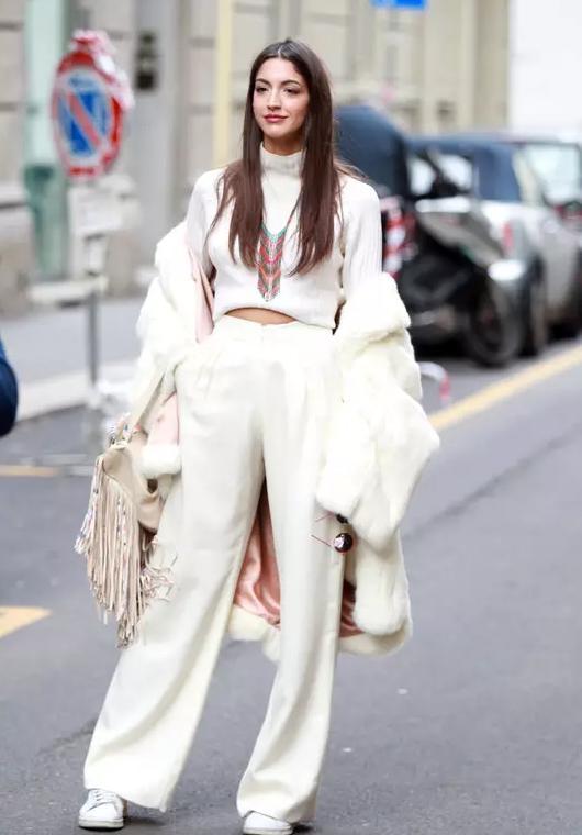 长白色毛衣搭配