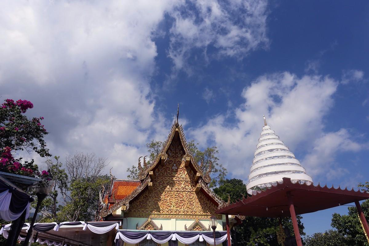 倒是好奇泰国的寺庙也有白塔