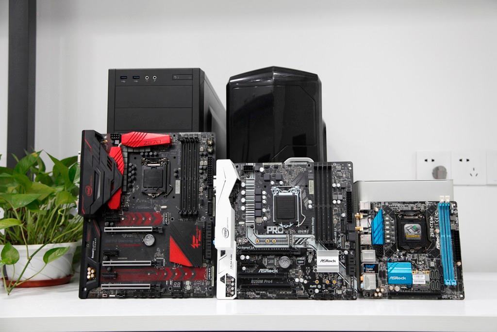 如上图所示分别为华擎Z270 Gaming K6、华擎B250M Pro4、华擎Z97E-ITX ac ATX主板:ATX结构、ATX主板标准(Advanced Technology Extended ),尺寸为305 x 244 mm,是目前最常见的主板,标准型主板,也是通常所说的大板。 M-ATX主板:紧凑型Micro-ATX主板,尺寸为244 x 244 mm,也就是常说的小板主要用以一些小机箱。 ITX主板:ITX板型主板尺寸为170mm*170mm,迷你装机不二之选。 E-ATX主板:Exte