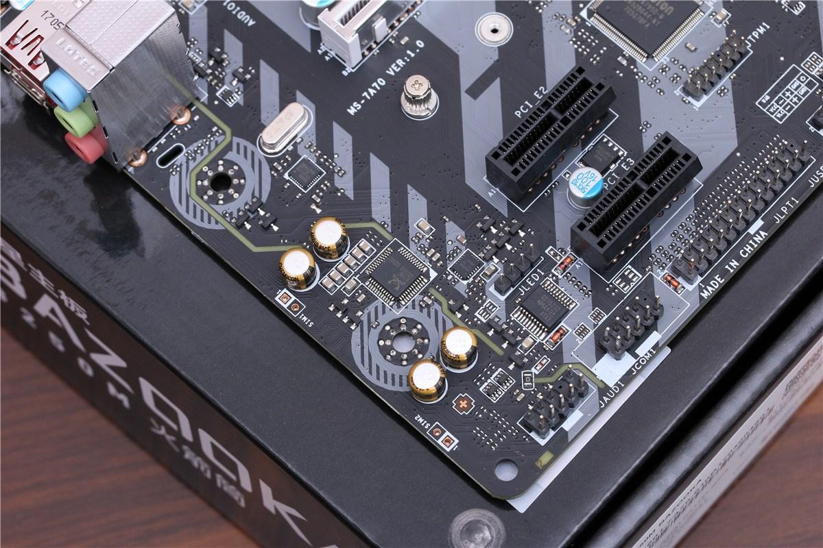 音频部分使用了独立分割线设计,可以减少电磁干扰,此外,音频电路还