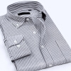 Мужская бизнес случайный с длинными рукавами полосатой рубашке