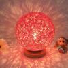BOKT Минималистский массивный деревянный стол Настольная лампа для прикроватной тумбочки Красочный домашний декор Ротанг-мяч Круглый абажур (красный)