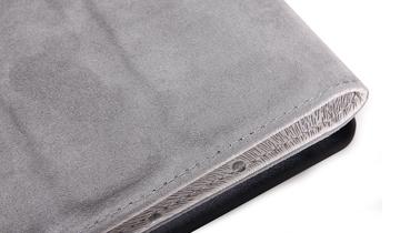 质柔软,内里为磨砂质感软皮质, 精选顶级孔雀纹PU皮革,表面呈