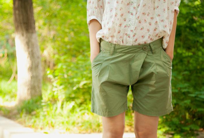 军绿色长裤