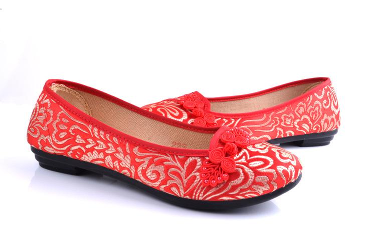 爱穿红色布鞋美女