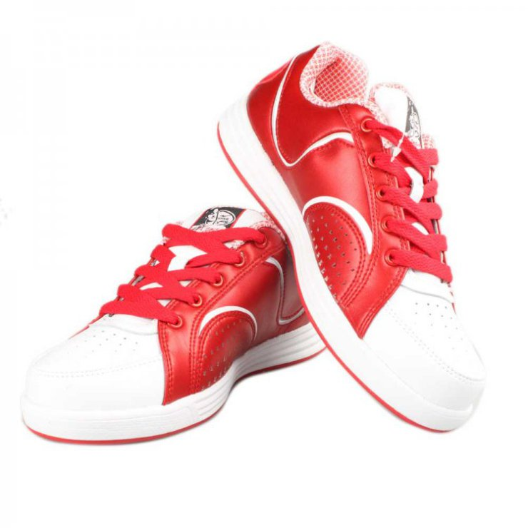 鸿星尔克白色运动鞋