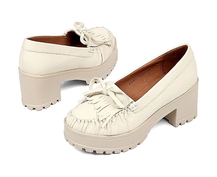 tata/他她2013白色综纹羊女单鞋
