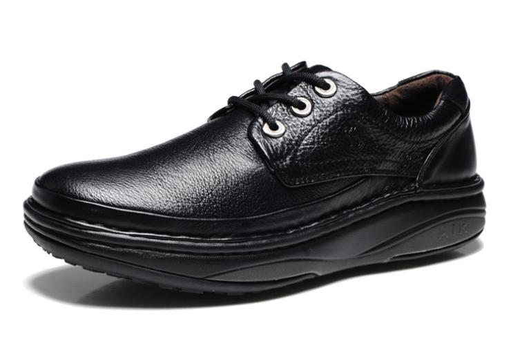 鞋子x1双 鞋盒x1 质量卡(含合格证x1)