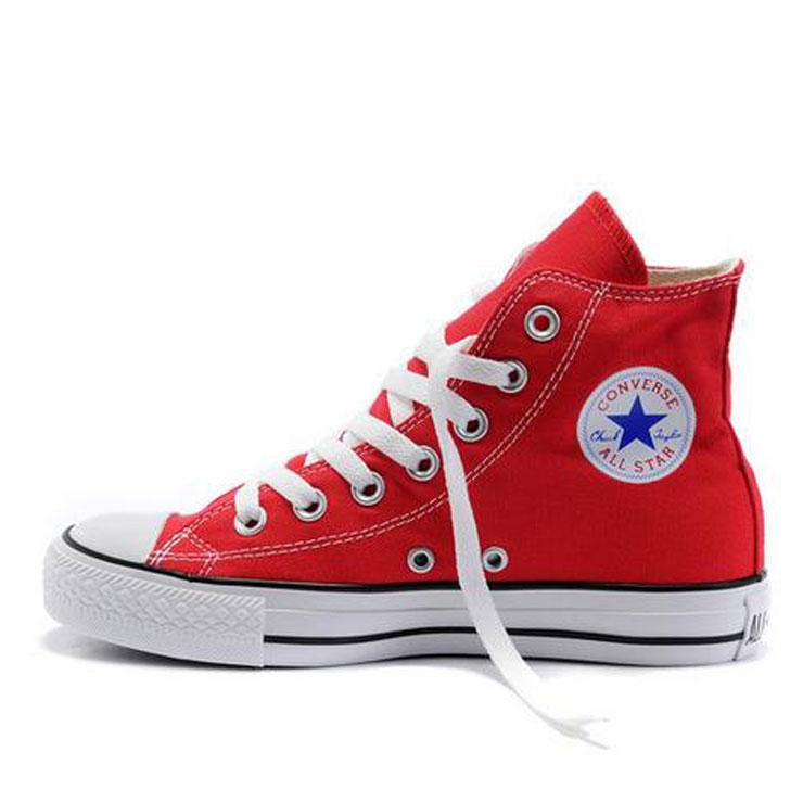 男生匡威红色帆布鞋