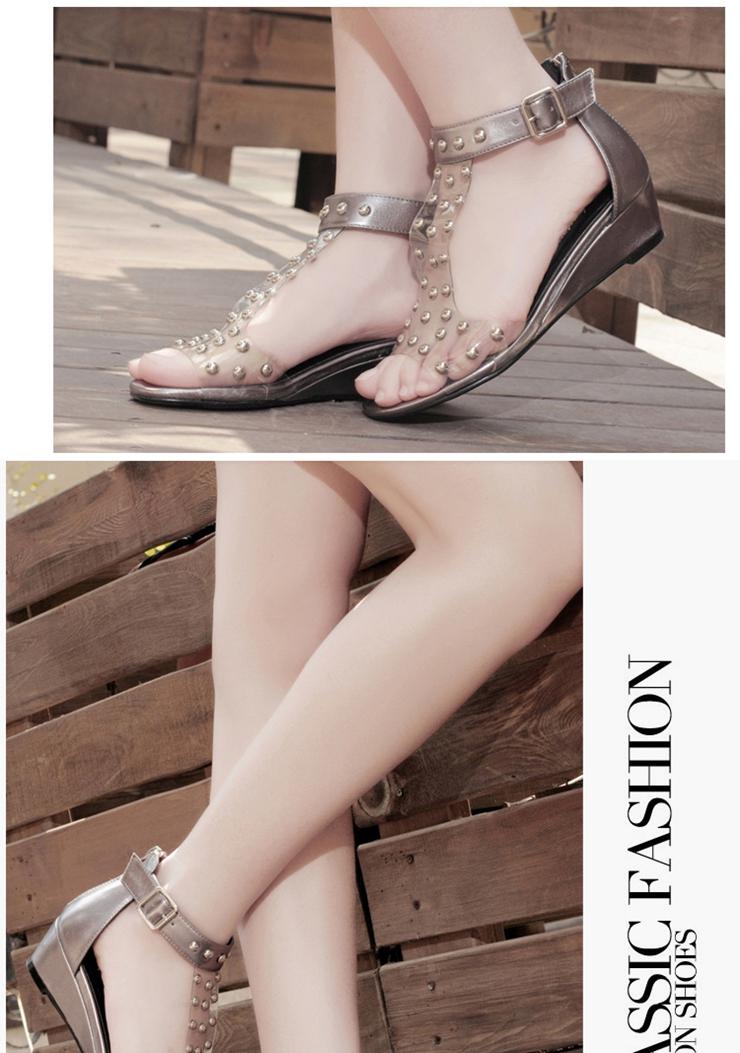 女生时尚平跟凉鞋
