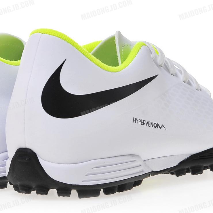 tf钉足球鞋