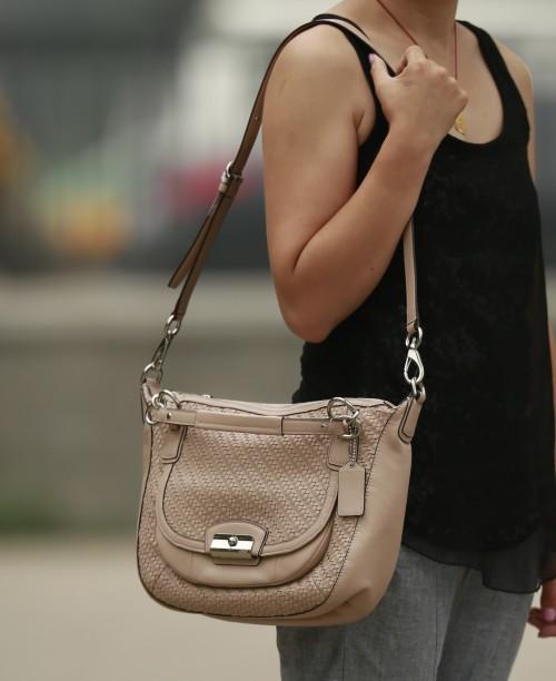 编织皮革圆形手提包