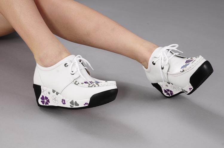 摇摇鞋女运动鞋真皮厚底松糕