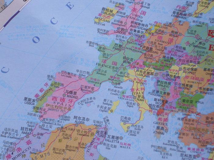 世界地图纸图折叠中英文对照2013最新国旗人口货币版