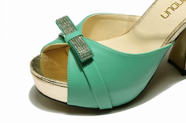 女士高跟凉鞋