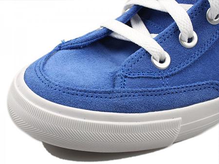 nike中帮款鞋子蓝色