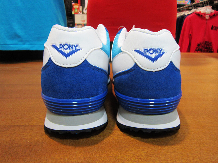 pony蓝色运动鞋
