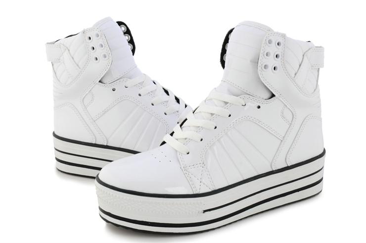高帮白色浅灰色鞋子