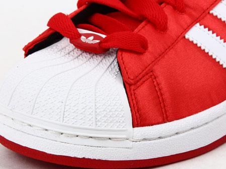 阿迪达斯adidas三叶草女鞋板鞋-q23589