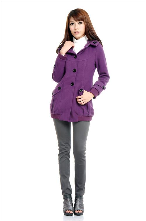 深紫色呢子大衣搭配