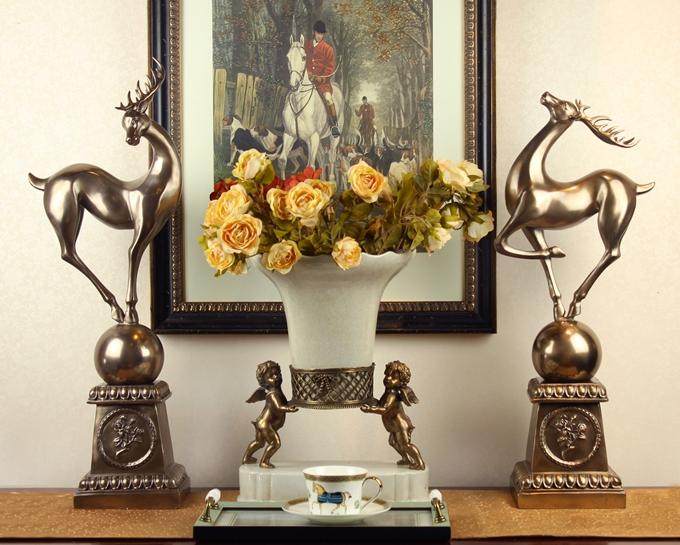 主要饰品风格有:欧式装饰品,中式家居饰品,后现代家居饰品等风格软装