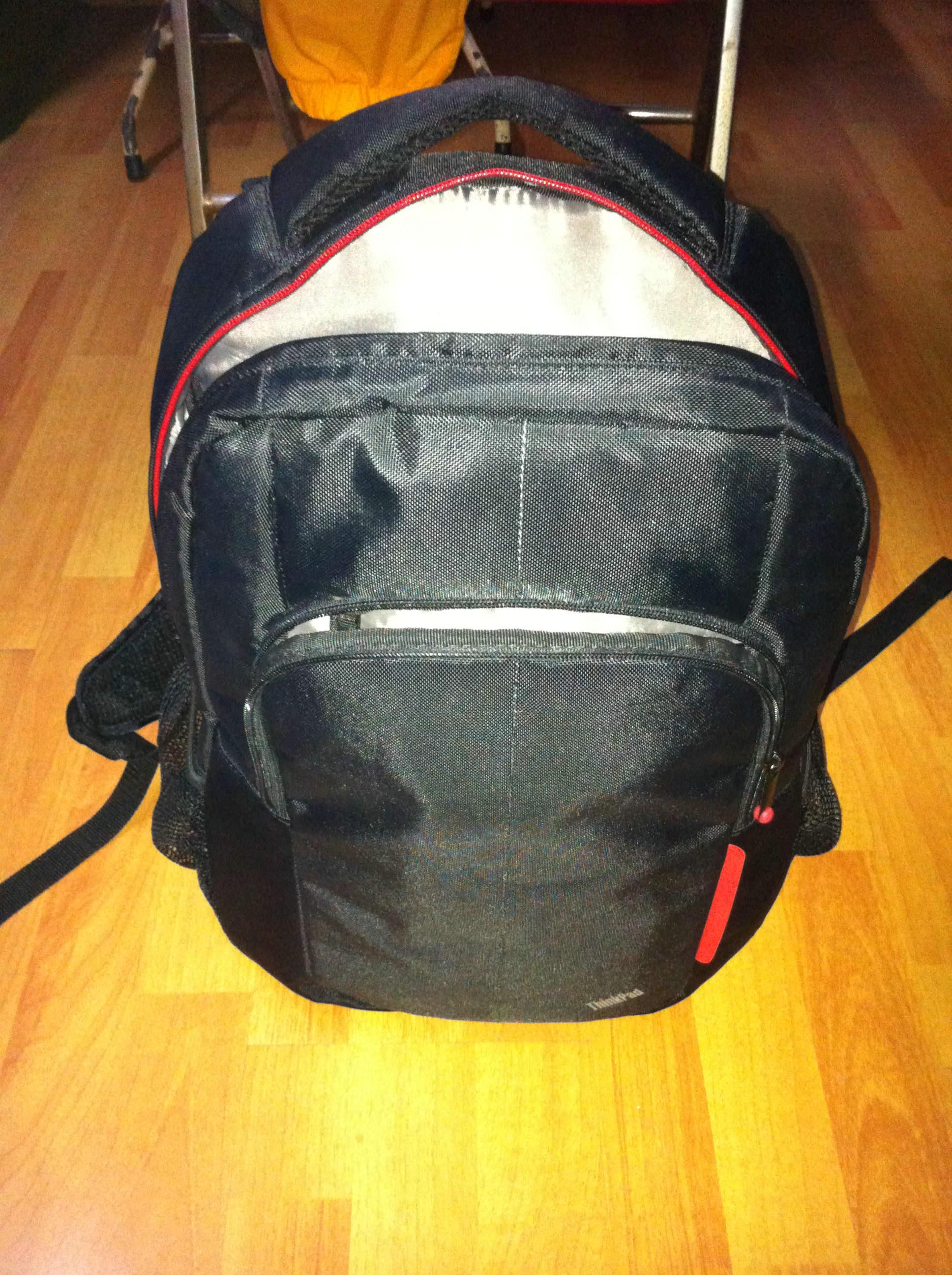 thinkpad 78y2371 粗犷型笔记本双肩背包--很舒服的