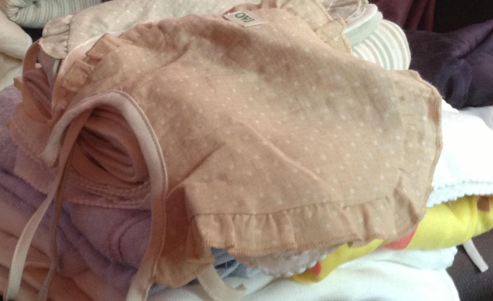 樂桃和家有機棉 嬰兒用品點點雙紗系帶圍嘴 寶寶系帶口水巾新生兒小圍兜 棕點 均碼 實拍圖