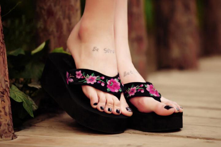 厚底夹脚拖鞋图片