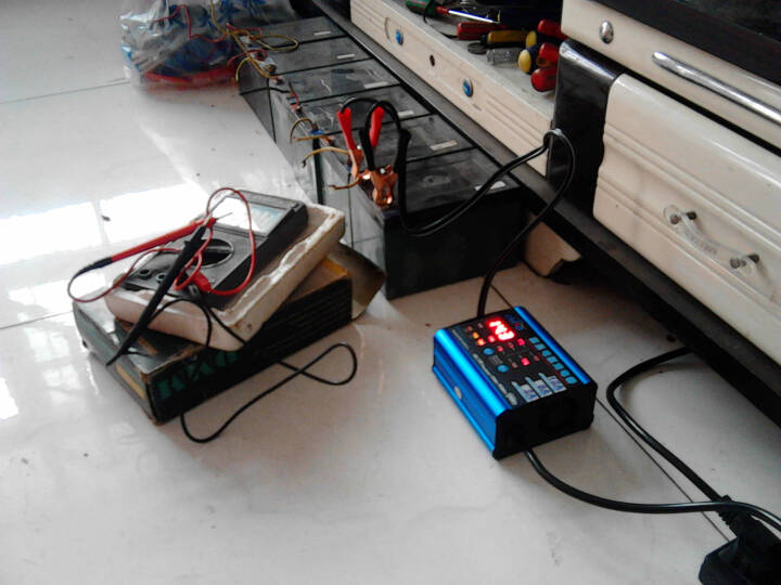 汽车车电瓶充电器12v 12v汽车电瓶充电器图 自制12v电瓶充电器图
