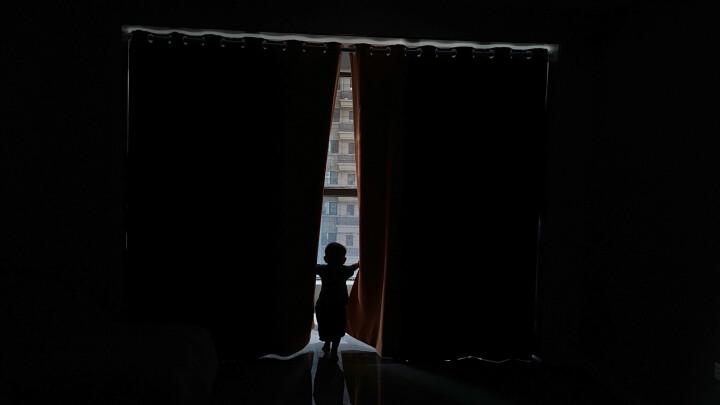 【窗帘+伸缩杆】梦达莱 99%全遮光窗帘免打孔安装卧室隔断门帘飘窗简易出租房遮阳小短帘 孔雀蓝(遮光99%) 1米用料价格(挂钩/打孔免费加工)需要几米拍几件 晒单图