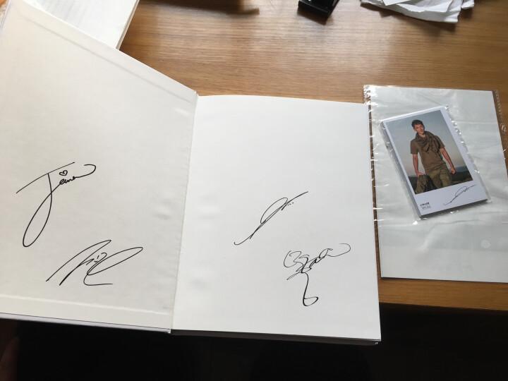 太阳的后裔 写真集(随书赠送10张主演签名卡片和2张主演贴纸) 晒单图