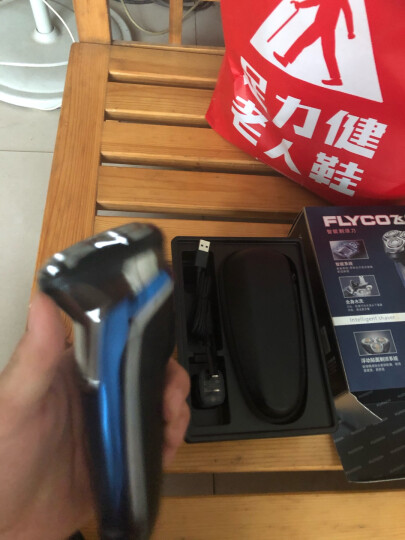 飞科(FLYCO) 男士电动剃须刀 全身水洗干湿双剃刮胡刀 1小时快充90分钟长续航 FS375 晒单图