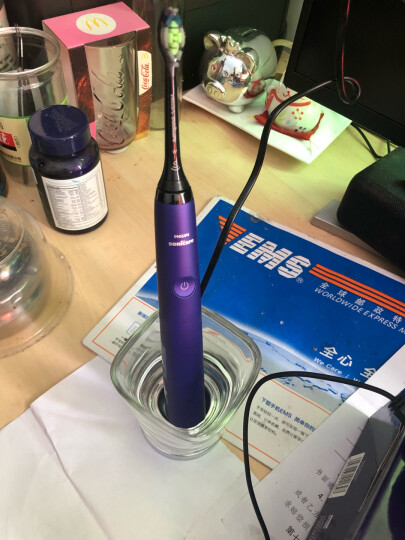 飞利浦(PHILIPS) 电动牙刷 成人声波震动钻石系列(自带刷头*2+充电旅行盒+充电玻璃杯)  白钻HX9332/04 晒单图