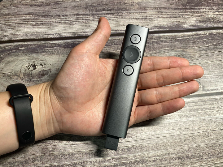 罗技(Logitech)R400 无线演示器 ppt翻页笔 演示笔(激光笔)电子笔 投影仪遥控笔 晒单图