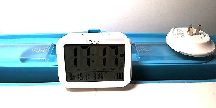 欧西亚闹钟 静音夜光智能小闹钟语音报时温度显示床头钟儿童学生电子钟 电池款白色 晒单图
