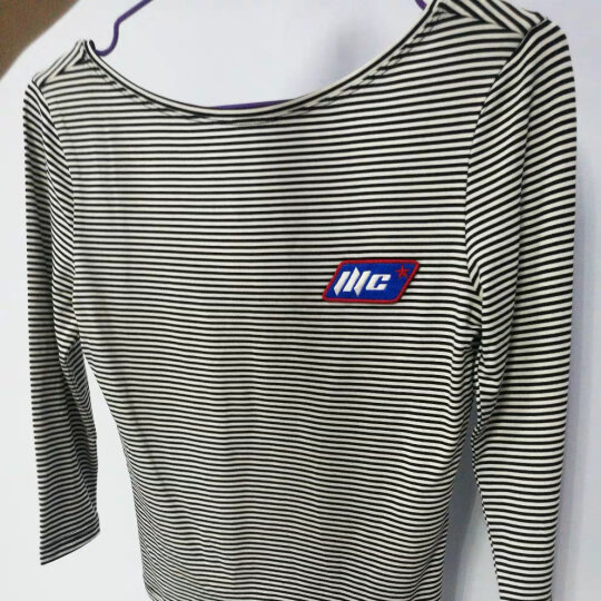 MOCO夏装露背条纹修身一字领T恤女 打底衫MA172TEE239 摩安珂 黑白条色 M 晒单图
