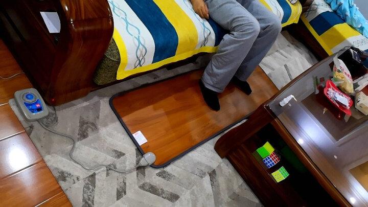 元素空间 暖脚发热垫暖脚垫办公室电热垫 暖脚宝插电暖脚垫  办公室电热毯暖脚神器 取暖器地热垫 脚踏深木纹 50*55 晒单图