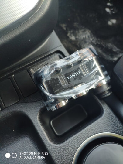 沿途(YANTU)车载充电器 车充点烟器 一拖三 双USB  独立开关 无线款 黑色 B39 晒单图