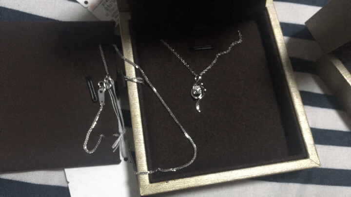 周六福珠宝 18K金钻石吊坠女款四叶花蕊 不含链KGDB041090 晒单图