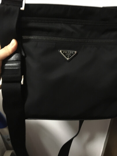PRADA 普拉达 男士黑色尼龙单肩斜挎包 2VH251 064 F0002 晒单图