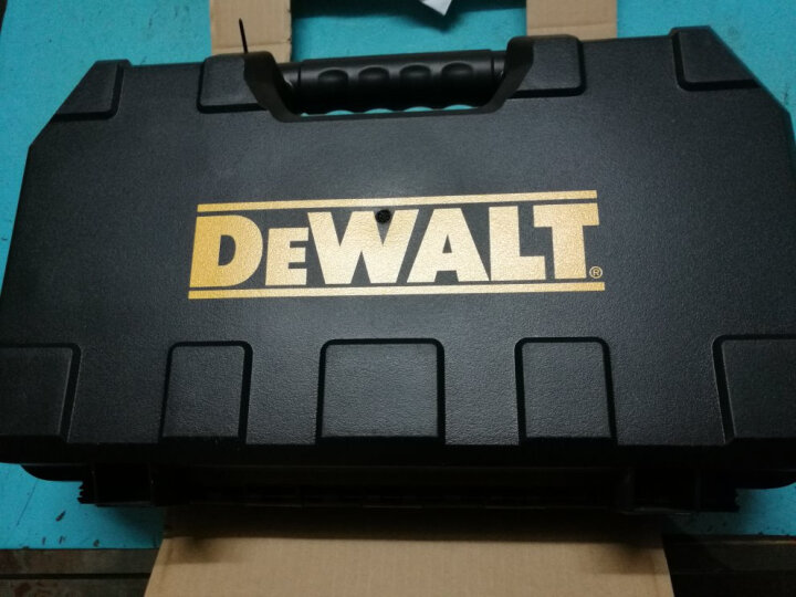 得伟(DEWALT)电动扳手工具箱 18V锂电充电式冲击扳手 2x4.0Ah电池套装 DCF880M2 晒单图
