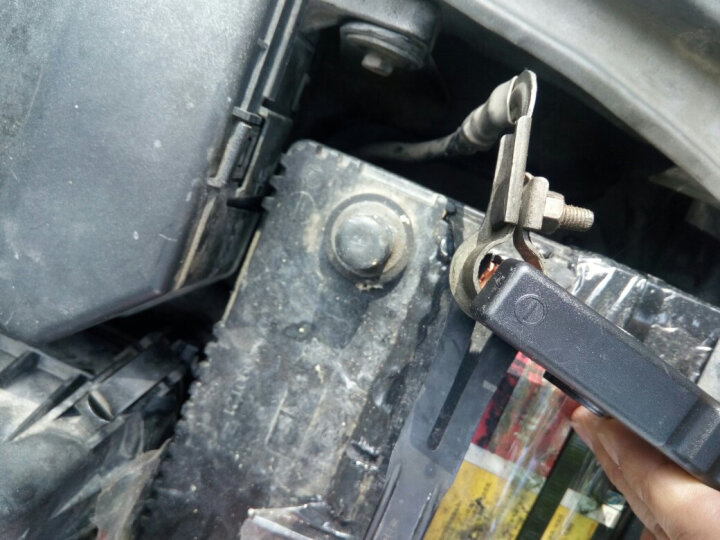 小能人 汽车应急启动电源 12v移动电源车载电瓶充电器多功能充电宝启动器手机充电器 支持4.0以下排量汽车 X3 风尚版 黑色 晒单图