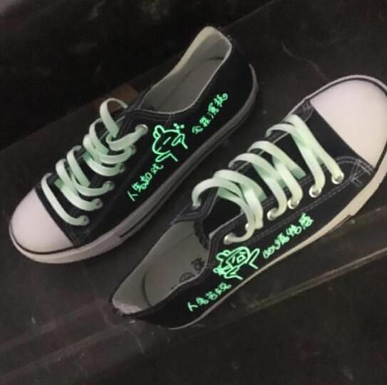 秋季夜光鞋男帆布鞋休闲荧光发光鞋男涂鸦学生防滑板鞋低帮手绘鞋兔子 低帮黑人生如戏 42 晒单图