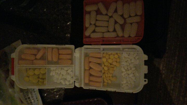 淘乐士 日式8格密封折叠药瓶小药盒 户外便携药盒 折叠首饰盒迷你收纳盒 颜色随机3个装 晒单图