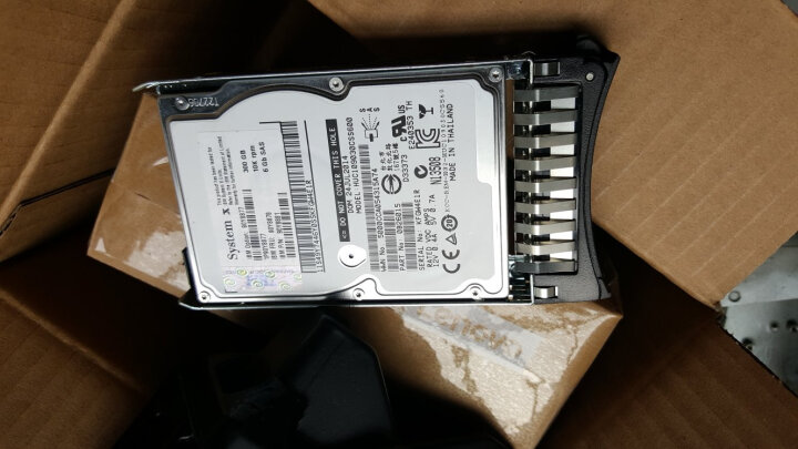 联想(Lenovo) IBM服务器硬盘 System X86 专用2.5英寸热插拔硬盘 300G 10K SAS编号42D0638 晒单图