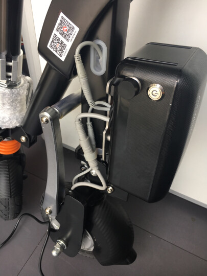 Airwheel爱尔威E6电动车 电动自行车滑板车折叠代步电瓶车成人电动摩托车 男女通用 红色(终结者限量版) 晒单图
