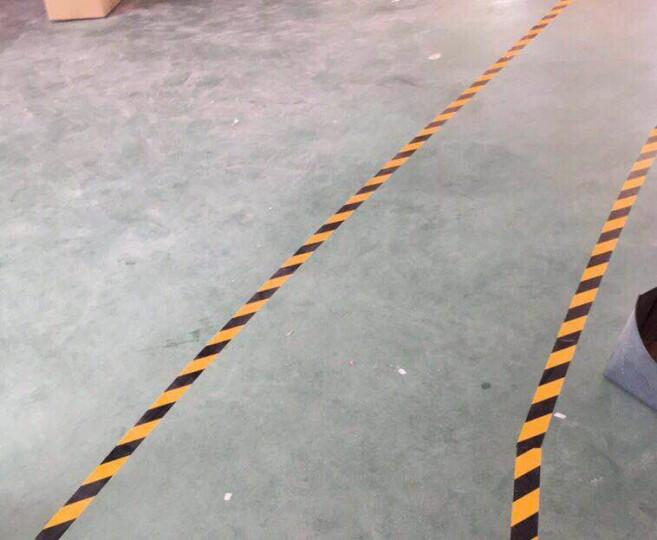 反光警示带反光膜交通膜安全带反光条警戒贴路边反光贴道路工程应急反光胶带 黄黑斜纹间距5cm(常规) 5公分*45.7米 晒单图