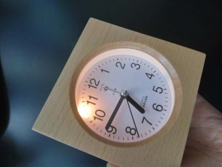 北极星(POLARIS) 实木学生创意夜灯小闹钟宜家床头时钟个性懒人静音儿童钟表简约时尚座钟床头钟表 实木方 晒单图