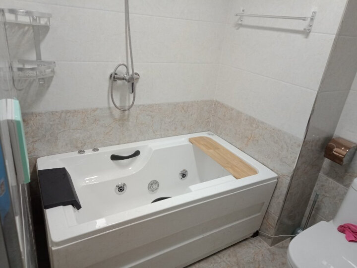 巴斯玛(BATHMALL) 巴斯玛 亚克力浴缸浴盆 家用独立式冲浪按摩浴池普通小浴缸成人 左裙五件套配置 约1.5米 晒单图