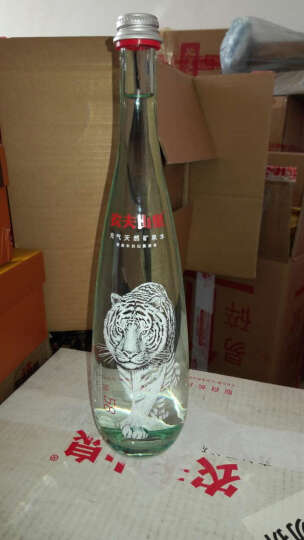 农夫山泉 高端充气天然矿泉水(玻璃瓶)750ml*12瓶 整箱(图案随机) 晒单图